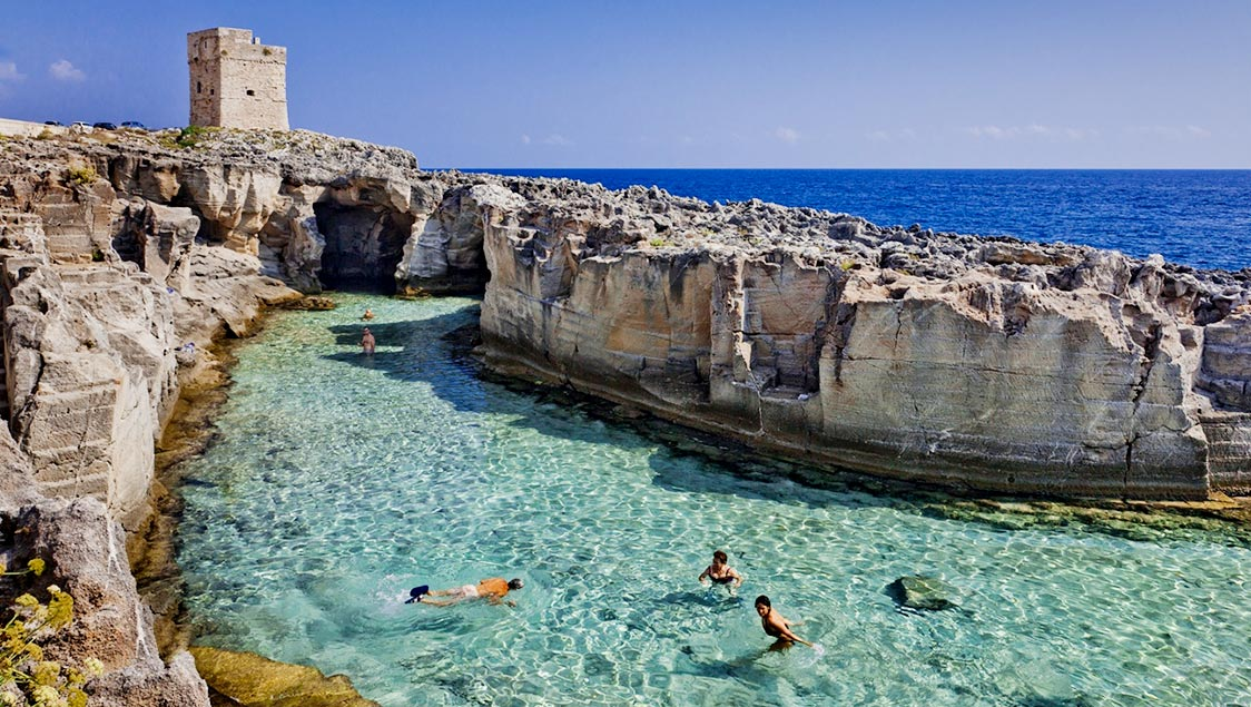 Last rays of summer 7 natural pools piscini in italy for Piscine italia