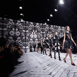 dezeen_Viktor-and-Rolf-Autumn-Winter-2013-scenography-by-Studio-Job_1